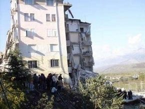 В Албании из-под обломков рухнувшего дома извлечены тела троих погибших