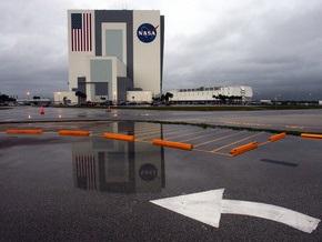NASA не удалось посадить шаттл Atlantis. Астронавты в ожидании