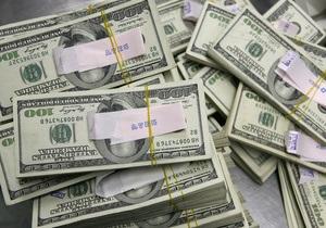 Курс доллара на межбанке к закрытию не изменился
