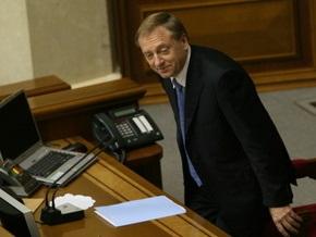 Регионалы решили узнать у КС, может ли Лавринович подписывать законы