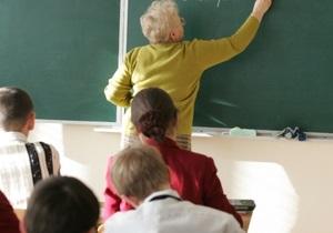 Большей половине одесских школ разрешили вести обучение на украинском и русском языках
