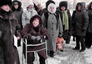 В Донецке жены шахтеров заблокировали вход в ОГА: Янукович не знает, что у нас происходит
