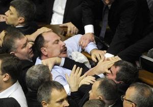 Азаров заявил, что драки в Раде - недопустимы