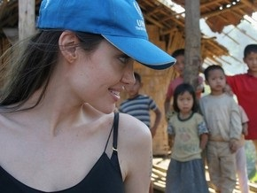 Анджелина Джоли посетила лагерь беженцев в Таиланде