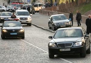 СМИ: В Киеве скорая не успела спасти больного из-за кортежа Януковича