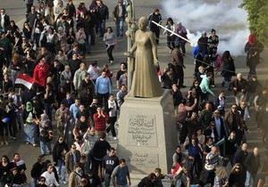 Жители Каира не покидают центр города. Армия обещает не использовать силу против манифестантов