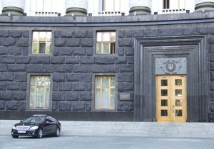 Азаров заверил, что Кабмин не намерен покупать новые авто