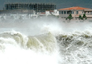 Тайфун Джелават приближается к столице Японии
