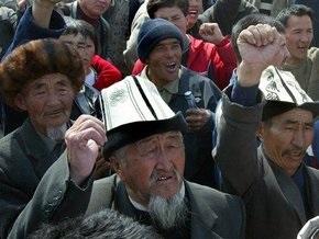 В Кыргызстане обязали граждан прикладывать руку к сердцу во время гимна