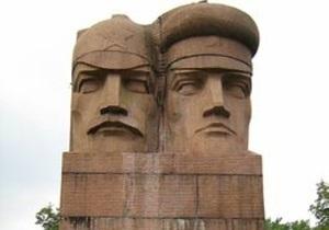 В Киеве неизвестные повредили памятник чекистам