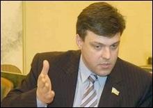 Выборы мэра Киева: Тягнибок подал документы в избирком