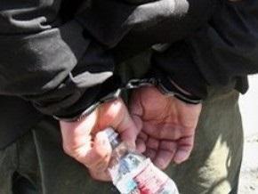 Пограничники нашли у украинца бутылки из-под Растишки с экстрактом опия