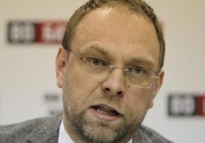 Оппозиция грозится сложить мандаты в случае лишения Власенко депутатских полномочий