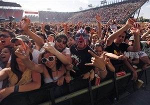 Разбушевавшаяся толпа сорвала бесплатный концерт группы Hanson