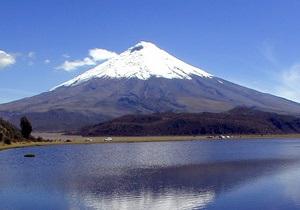 Президент Эквадора совершил восхождение на один из самых высоких активных вулканов мира