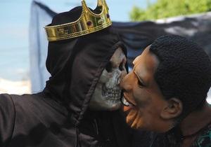 Продажи масок на Хэллоуин: американцы предпочитают Ромни Обаму