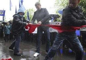 Власти Львова запретили массовые мероприятия. Ветераны и националисты все-равно отмечают