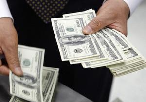 Доллар на межбанке отступает от максимумов последних дней