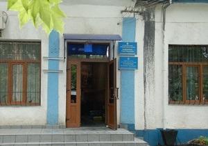 Фасад приемной ПР в Николаеве облили черной краской