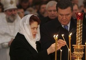 Янукович молит Бога дать ему терпения на время выборов
