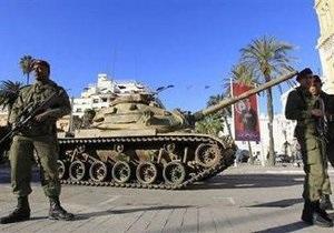 В Тунисе продолжается бой между силами безопасности и охраной президента
