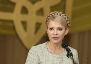 Тимошенко: Когда Янукович проезжает по мосту, всех заставляют ложиться на землю