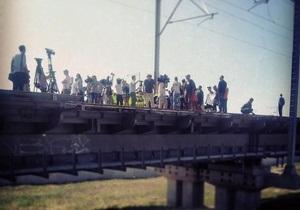 новости Киева - протесты - Выдубичи - Год без зарплаты. Протестующие работники перекрыли железнодорожный мост в Киеве