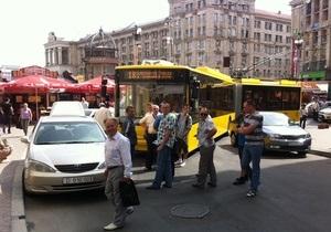 Автомобили армянских дипломатов спровоцировали пробку из троллейбусов в центре Киева