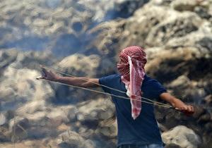 Израильские военные расстреляли залезшего на их джип палестинца