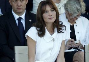 Карла Бруни-Саркози покинула парижскую клинику