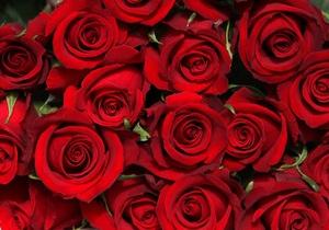 Житель Казахстана подарил жене букет из миллиона роз