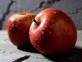 В Пекине за рекордную сумму продали гигантское яблоко