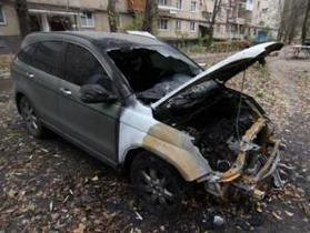 В центре Донецка ночью сгорели пять автомобилей