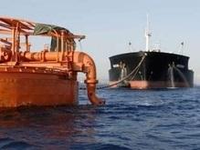В греческом порту взорвался танкер: есть жертвы