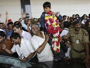 Индия встретила лауреатов Оскара гирляндами из живых цветов