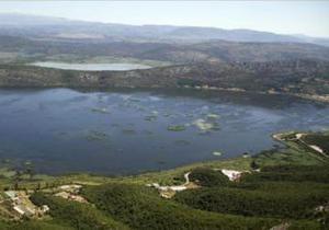 В Боснии и Герцеговине водолазы и спасатели нарядили елку под водой