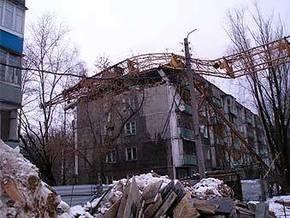 В России на жилой дом упал строительный кран