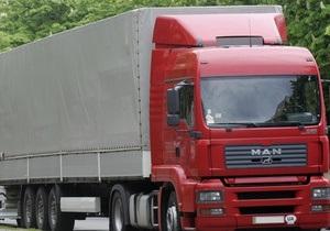 Во Львовской области перевернулся грузовик с 20 тоннами клея