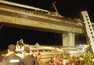 В Китае сорвались в реку вагоны скоростного поезда: погибли 11 человек