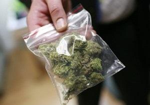 Американские подростки попытались купить наркотики у местного шерифа