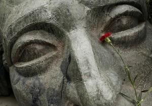 В Греции похоронили  черного полковника . Полиция ищет стрелявших в воздух