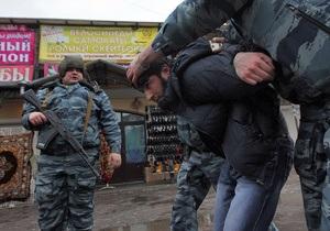 Таджикских мигрантов депортировали из Петербурга - Би-би-си