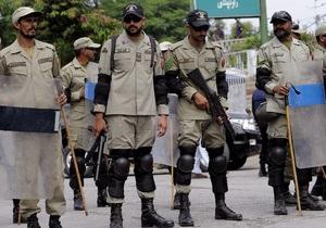 В Пакистане в день выборов пытались взорвать одного из кандидатов, три человека погибли