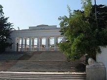 В Севастополе монумент украинских моряков выброшен в море