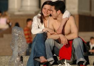 Опрос: Наибольшее удовольствие в жизни украинцам приносит секс, любовь и деньги