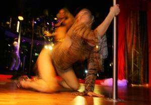 Четверть танцовщиц в британских ночных клубах имеют высшее образование