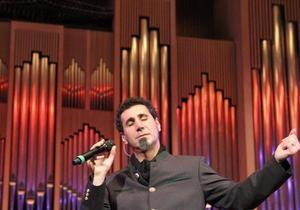 Сегодня солист System of a down Серж Танкян представит в Киеве симфонический альбом