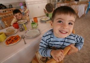 Власти до конца года рассчитаются за питание в детсадах Киева