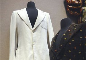 Белый костюм Джона Леннона продан на аукционе