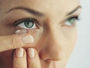 Ученые: Контактные линзы могут привести к слепоте